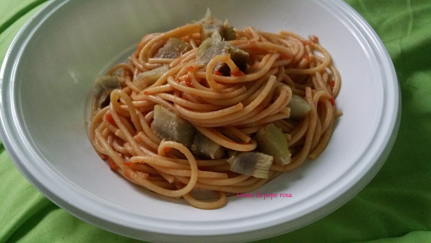 spaghetti integrali pomodoro e fondi di carciofo