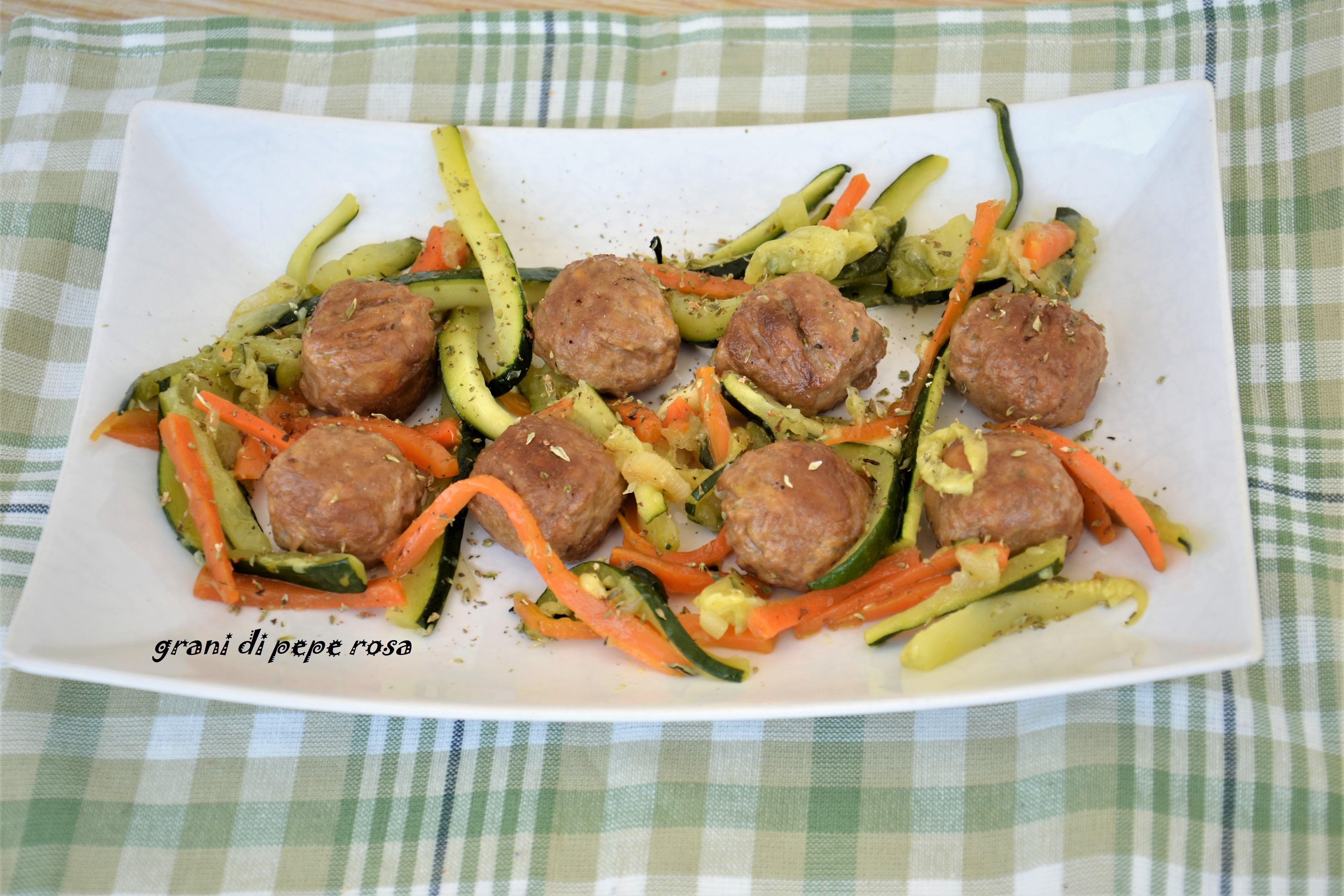 Polpette vegetali Quorn e contorno,un secondo piatto completo, dal sapore delicato, sano, adatto a chi segue un regime alimentare vegetariano