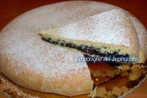 Torta farcita con cacao e purea di ceci