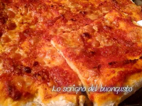 Pizza con sugo all'amatriciana
