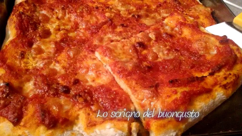 Pizza con sugo all'amatriciana