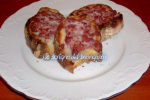 Bruschetta con salsiccia