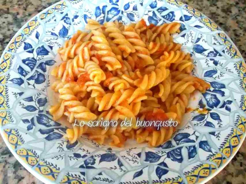 Fusilli aglio e olio al pomodoro