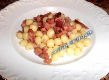 Gnocchetti al burro aromatizzati e crudo