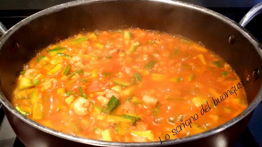 Zucchine e gamberetti al pomodoro