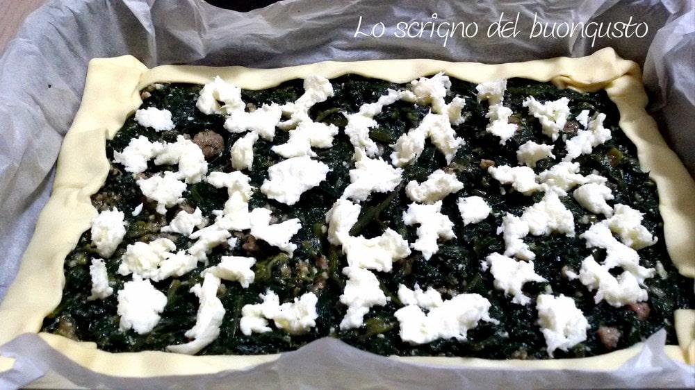 Torta salata cicoria e salsiccia