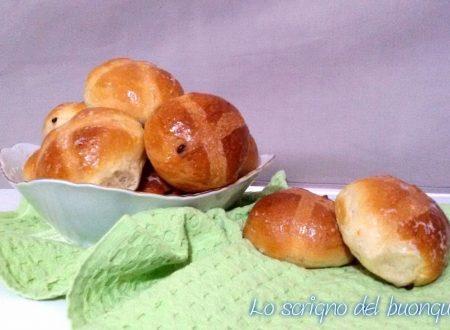 Hot cross buns con gocce di cioccolato