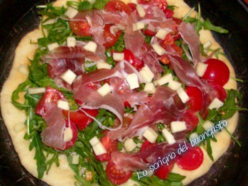 Pizza bianca prosciutto, rucola e parmigiano