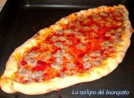 Pide pizza turca