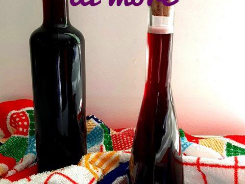 Liquore con semi di more