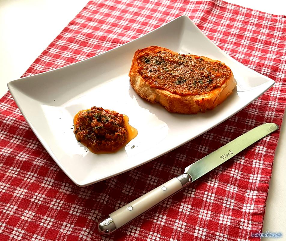 Salsa di peperoni e pomodori arrosto