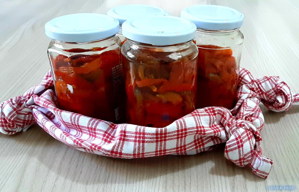 Peperoni arrosto conservati a bagnomaria