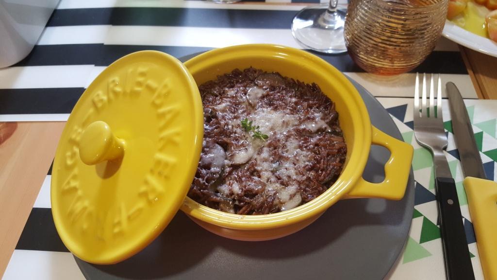 Riso rosso con zucchine e formaggio