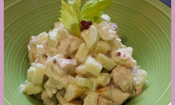 Insalata croccante di sedano e cetrioli