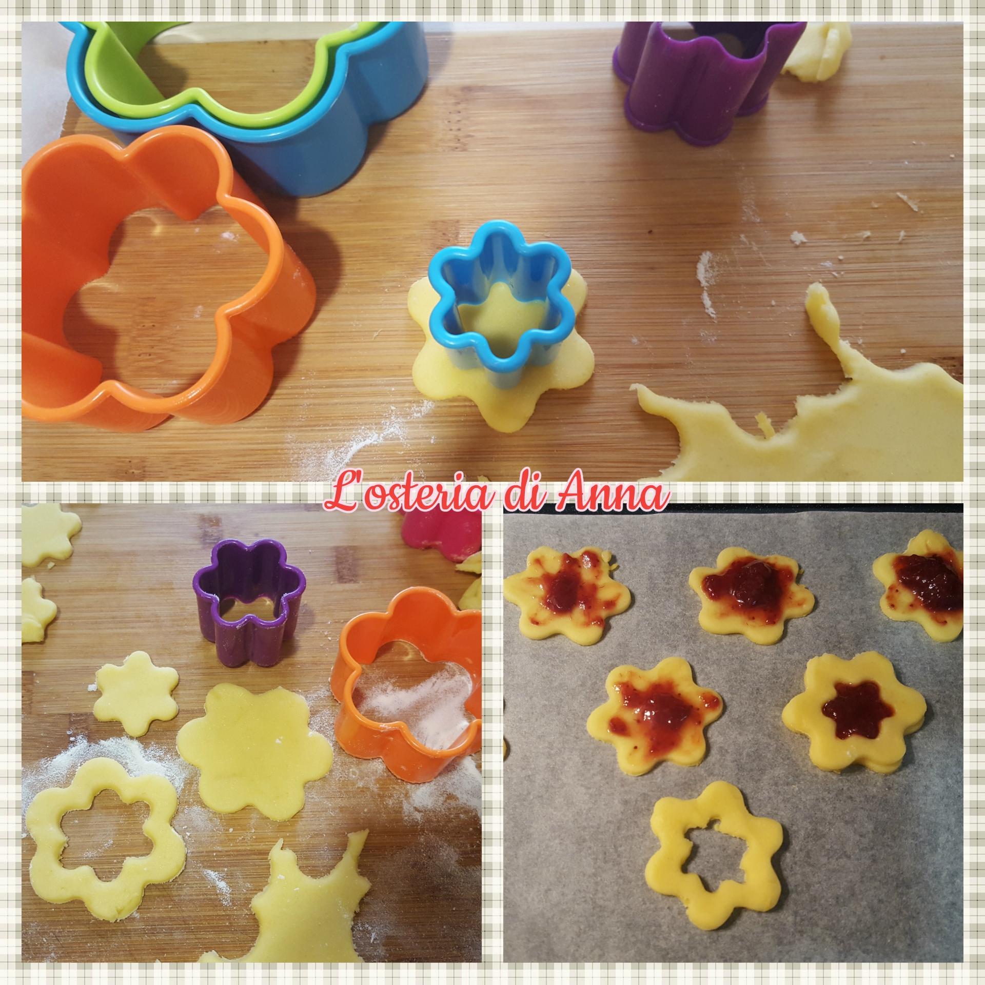 Biscotti di pasta frolla con marmellata di fragole