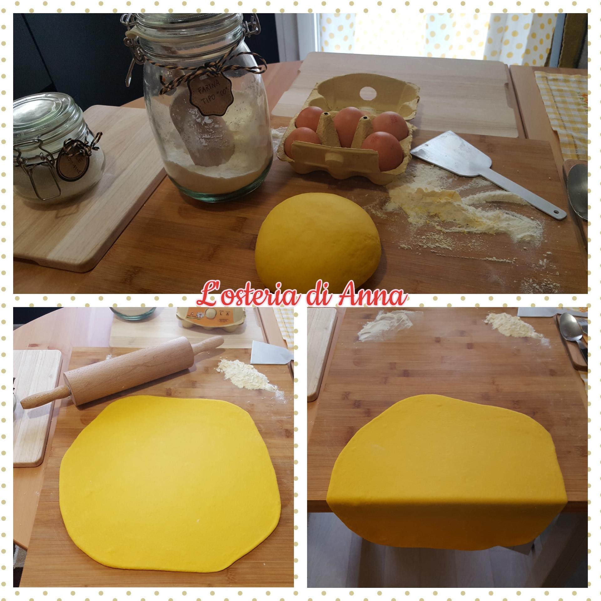 Stesura col mattarello della pasta all'uovo