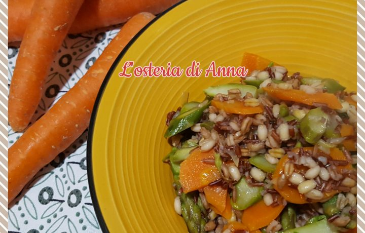 Zuppa di cereali con carote e asparagi