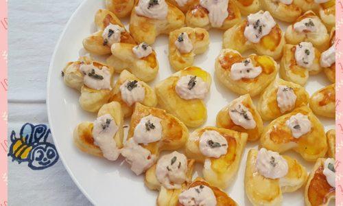 Cuori di pasta sfoglia con tonno e maionese