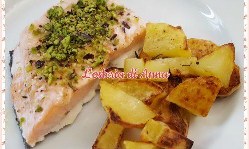 Salmone ai pistacchi con patate al forno