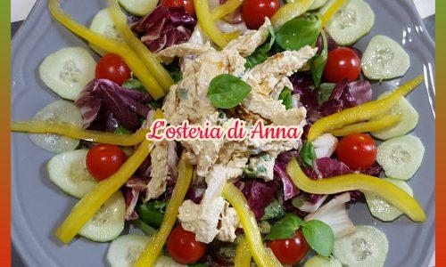 Insalata di pollo con lo yogurt greco