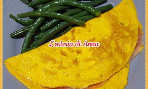 Omelette con brie e prosciutto crudo