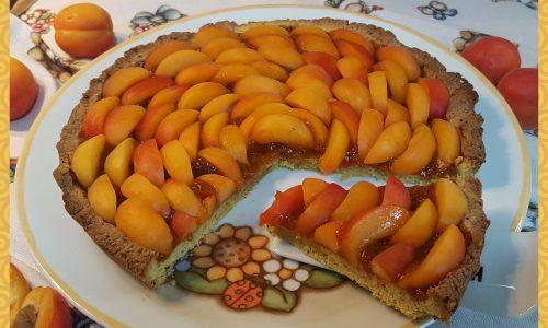 Crostata di albicocche con frolla alle nocciole