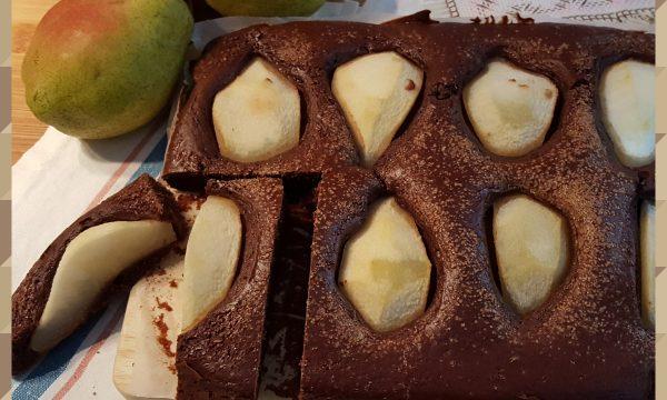 Torta al cioccolato e pere (senza burro, olio e uova)