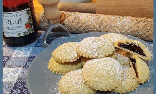 Biscotti integrali con marmellata di mirtilli