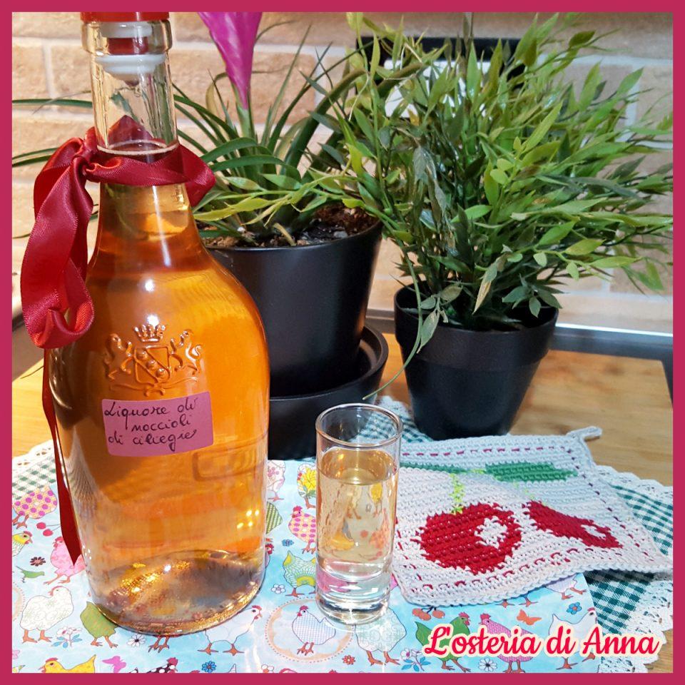 liquore di noccioli di ciliegie