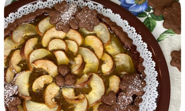 Crostata al cacao con mele e pere biologiche