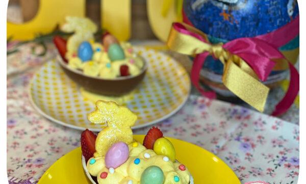 Uovo di Pasqua con mascarpone e fragole