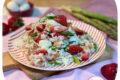 Insalata di riso con fragole e asparagi