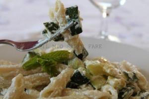 Pasta con zucchina e ricotta piatto estivo