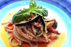 Spaghetti con melanzane al sugo