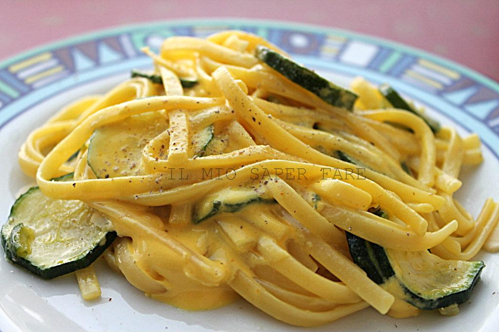 Ricetta Pasta Zucchine E Zafferano.Pasta Zucchine E Crema Allo Zafferano