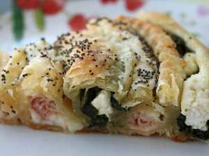 Girella di pasta sfoglia farcita con spinaci,ricotta e prosciutto