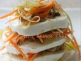 Mozzarella farcita con vongole gamberetti e verdure a juliennes