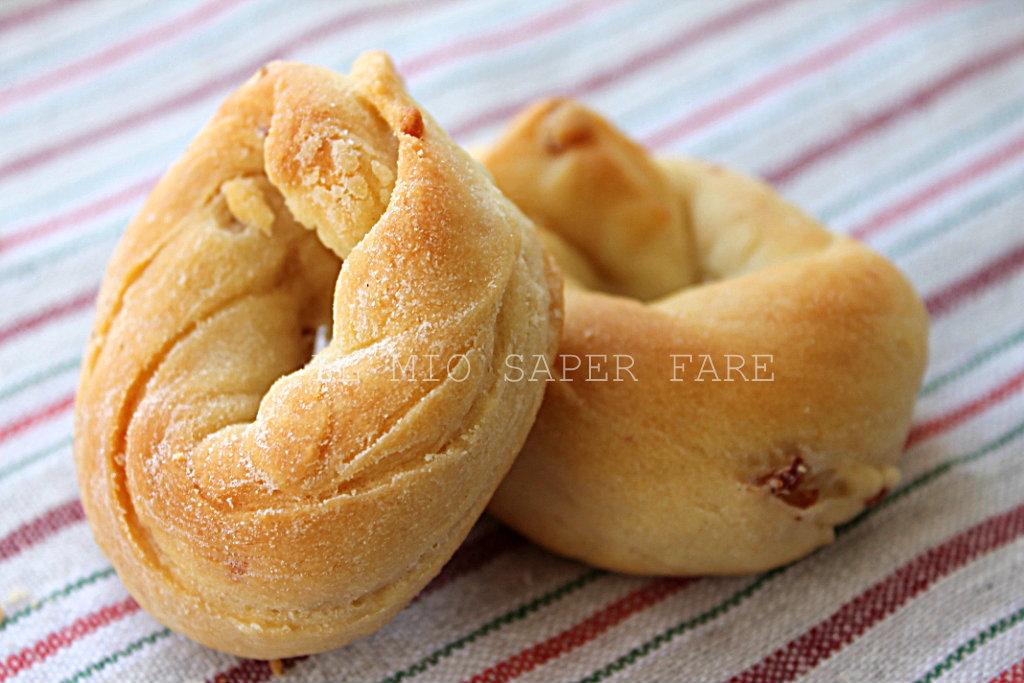 Ciambelle al formaggio e salame |ricetta per antipasti blog il mio saper fare