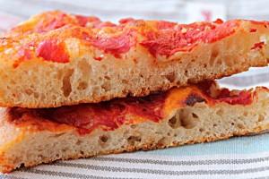 Pizza in Teglia con Lievito Madre croccante e digeribile