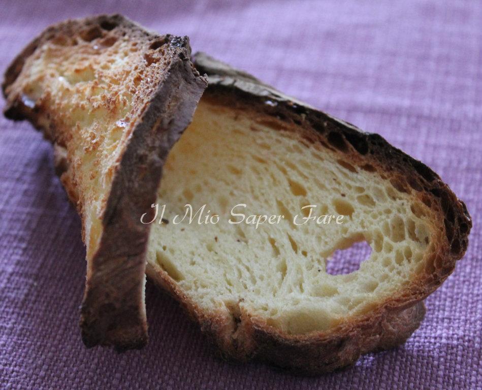Pane Matera croccante con zuppa di cicoria fagioli Tabacchino e pancetta