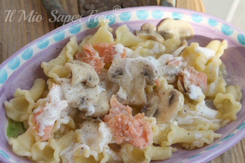 Pasta Salmone e Funghi Freschi ricetta veloce blog il mio saper fare