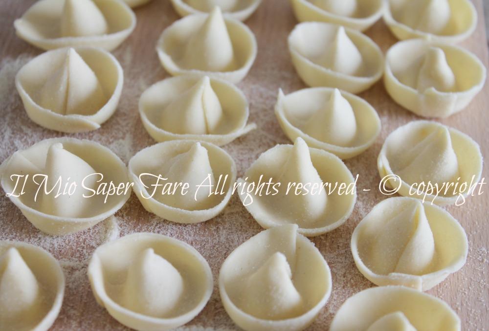 Sombreri di pasta fresca fatti in casa facilmente for Artigiani piani casa fresca