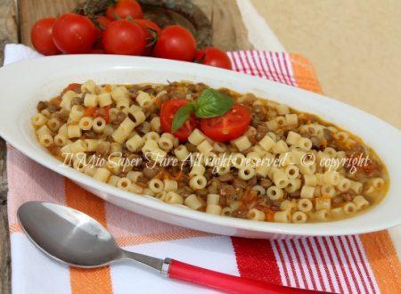Pasta lenticchie con soffritto e pomodori