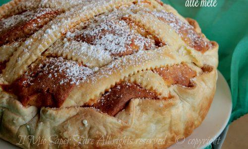 Torta sfogliata alle mele soffice e friabile