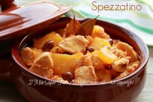 Spezzatino pollo e zucca con olive succoso e morbido