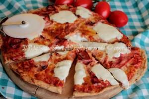Pizza ai cereali  impasto pizza con farina multicereali