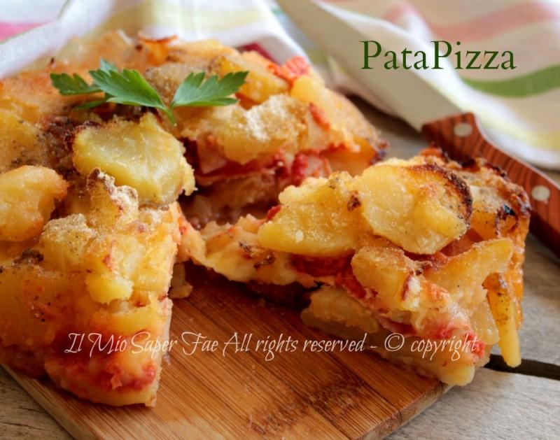 Patapizza pizza di patate al pomodoro