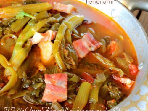 Talli di zucchine a zuppa minestra estiva di tenerumi