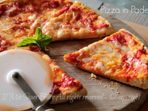 Pizza in padella ricetta senza lievitazione croccante e gustosa