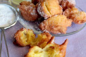 Frittelle al limone dorate e morbide con limoncello
